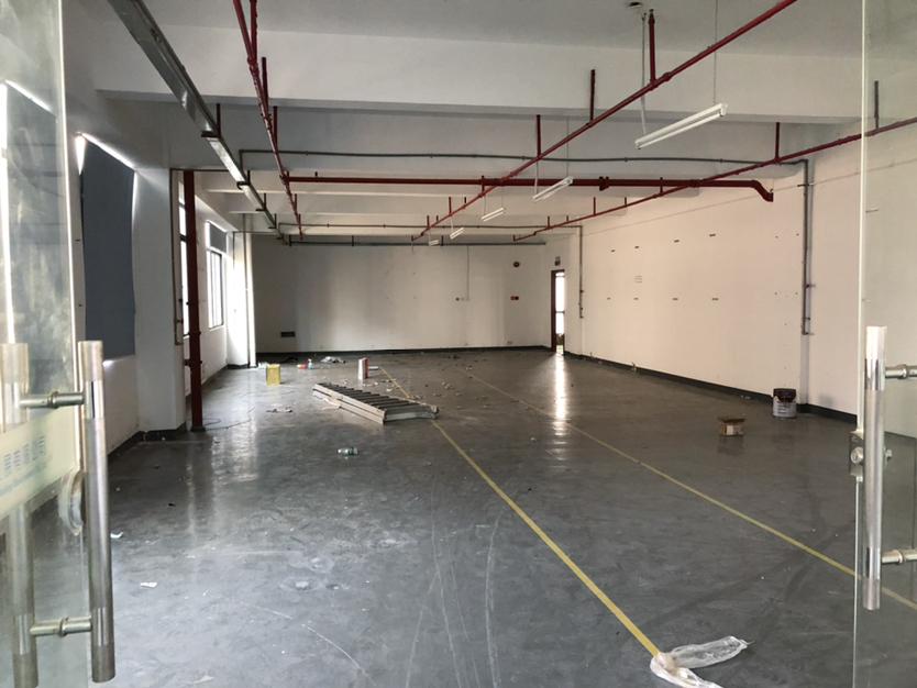 坪山大工业区二楼厂房450平方带装修出租适合办公仓库