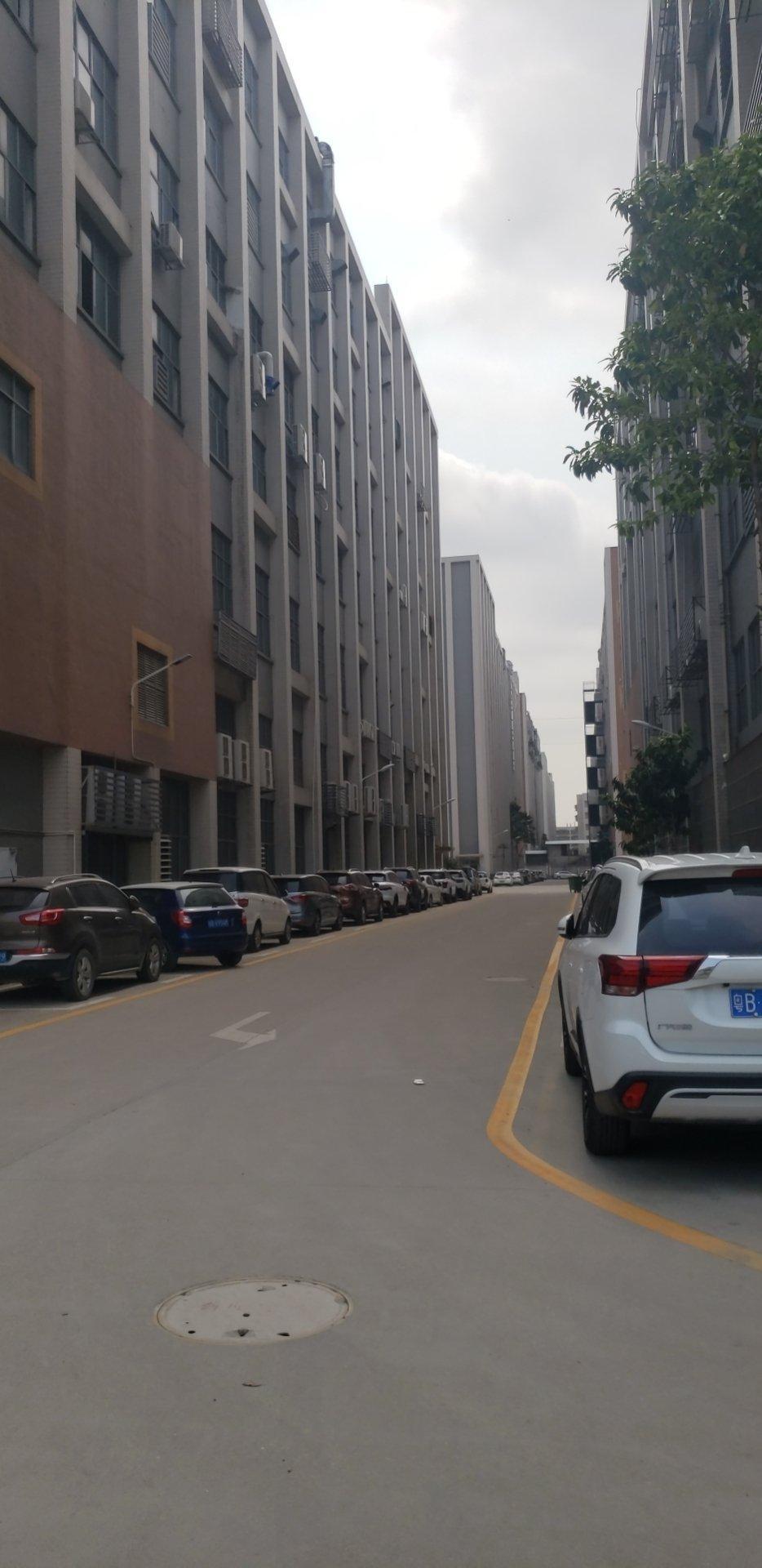 西乡黄田大门附近新出楼上实际面积2200平精装修厂房出租