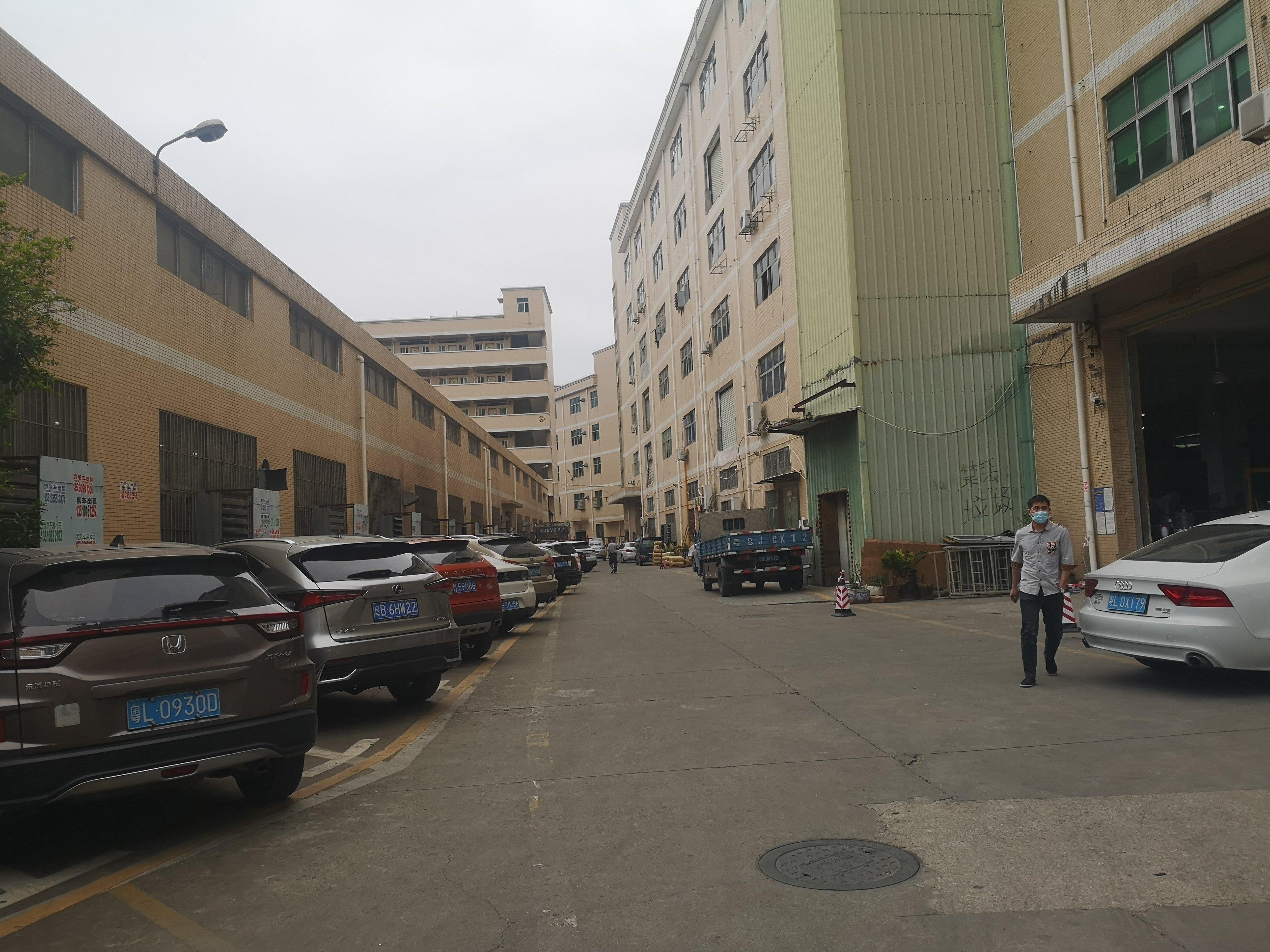 西乡九围一路大型工业区楼上800平带装修仓库厂房出租