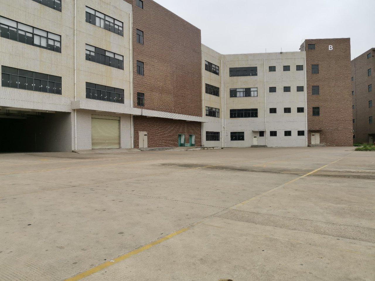 平湖火车站附近新出全新标准仓库,43000平米共两栋。可分租