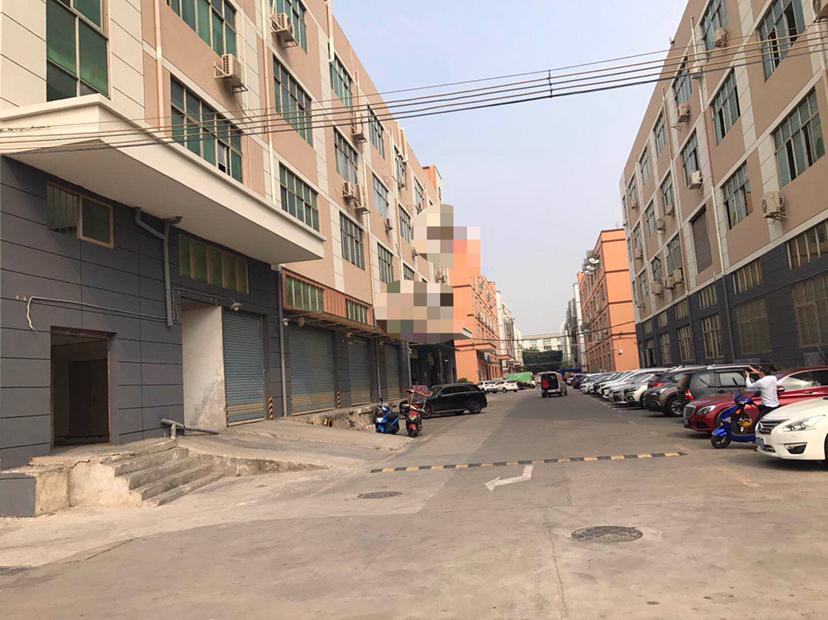 福永沿江高速口旁新出1450平带卸货平台超大空地仓库厂房出租