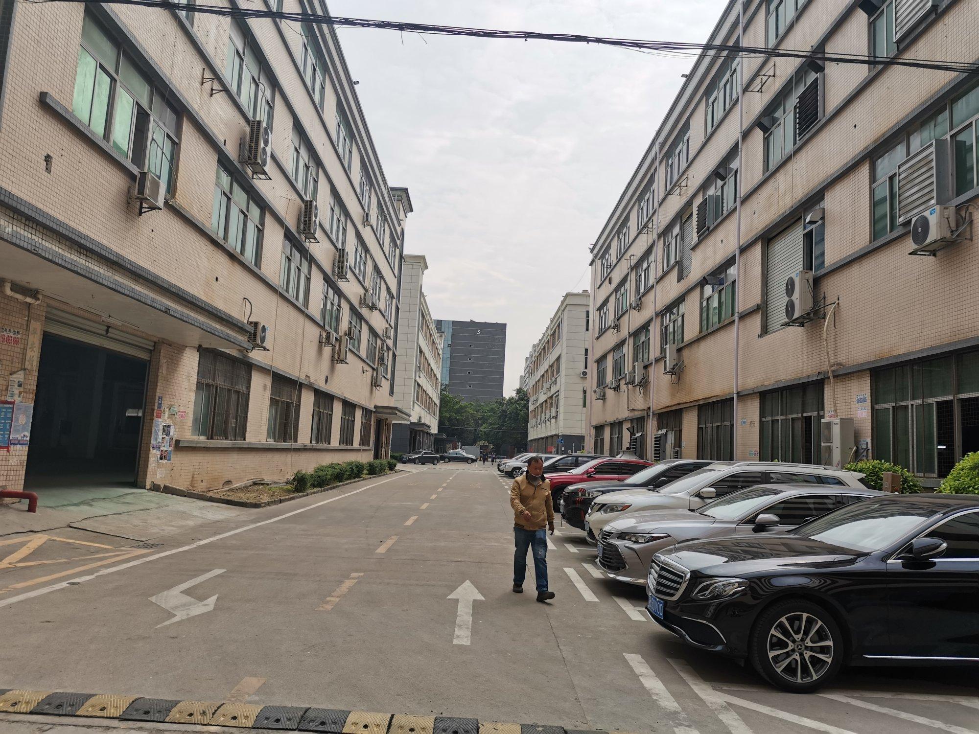 福永镇沿江高速口工业区厂房一楼1100平方带行车出租