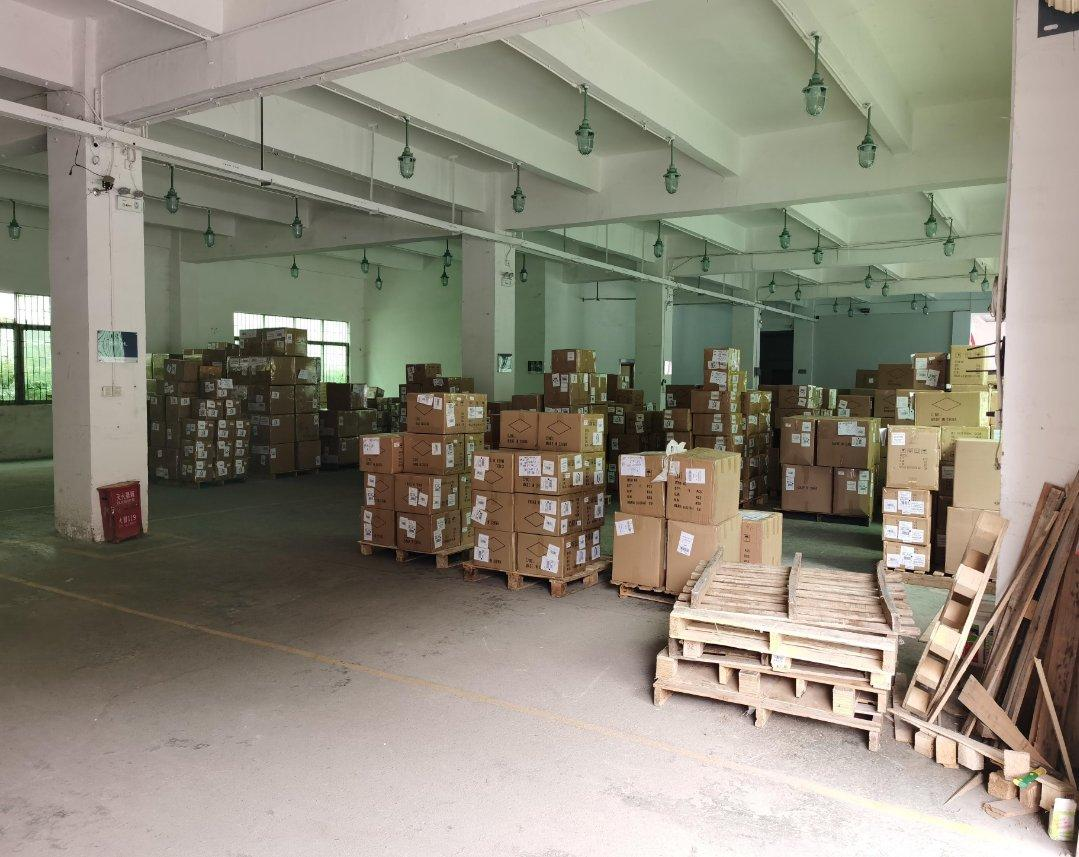 龙岗爱联地铁站旁新出一楼整层1400平方米厂房招租