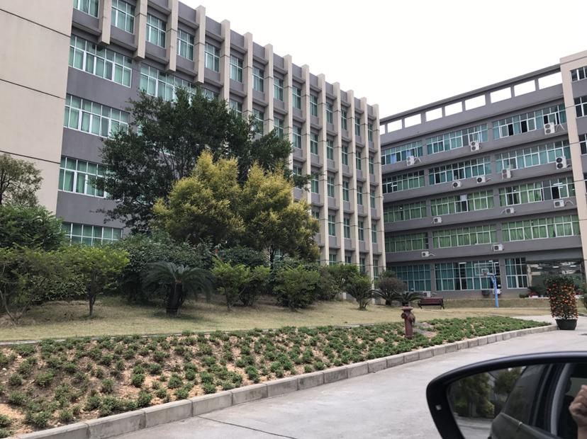 松岗罗田带红本原房东1-5层5600平方独栋花园式园区厂房出