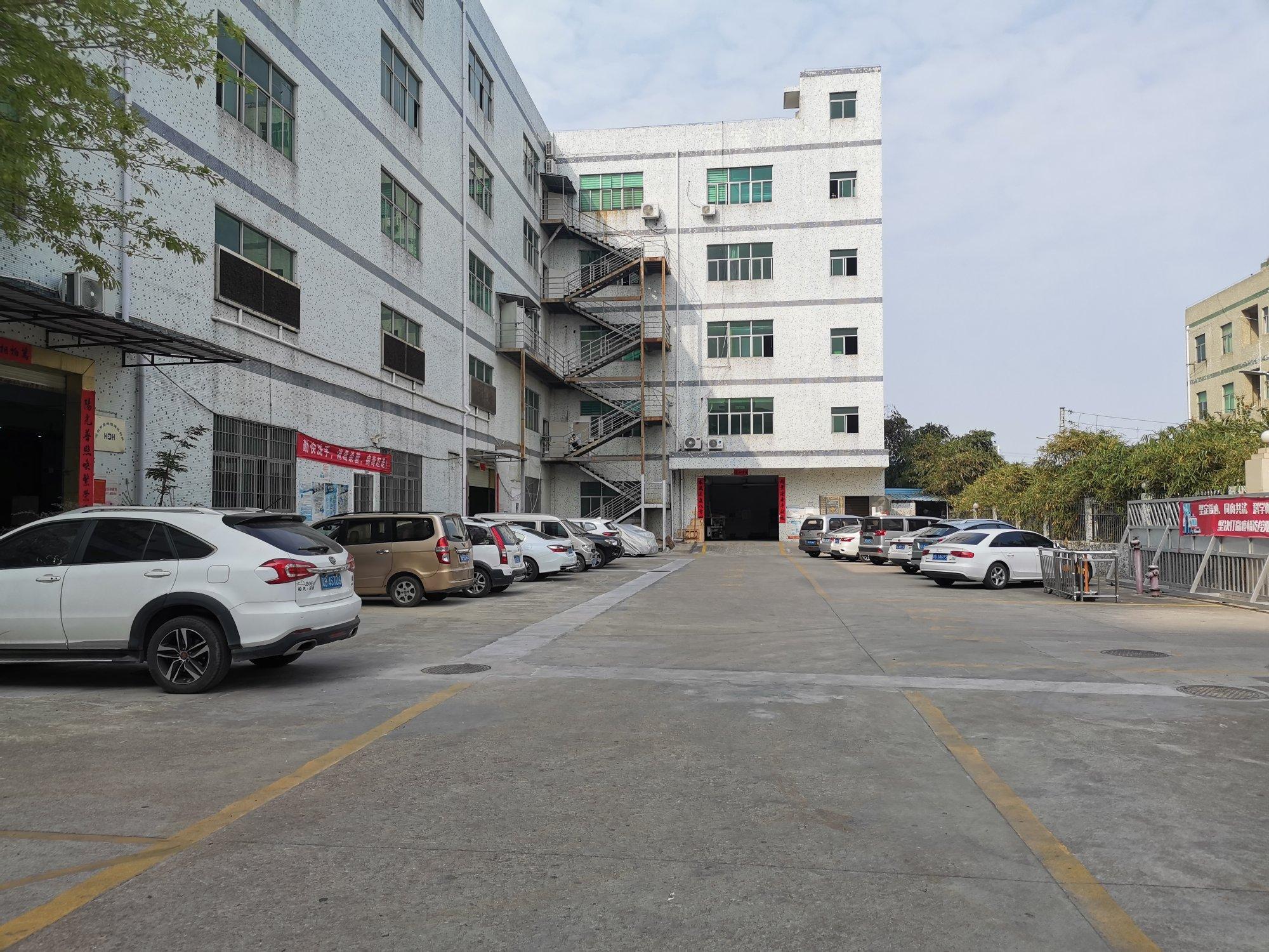 坪山沙壆新出标准厂房一楼800平米现成装修办公室水电出租