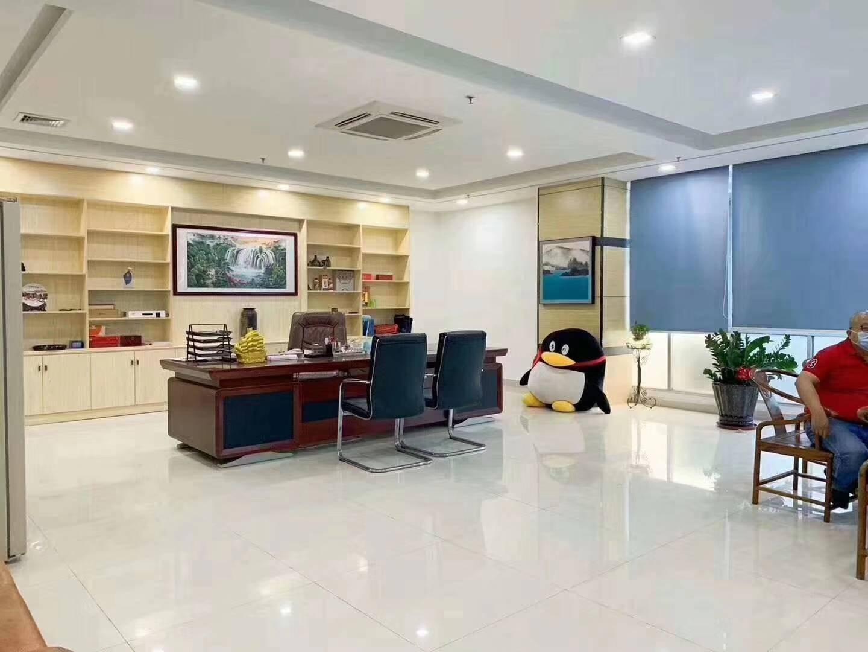 福永和平高新科技园新出楼上豪华装修800平方、厂房格局方正,