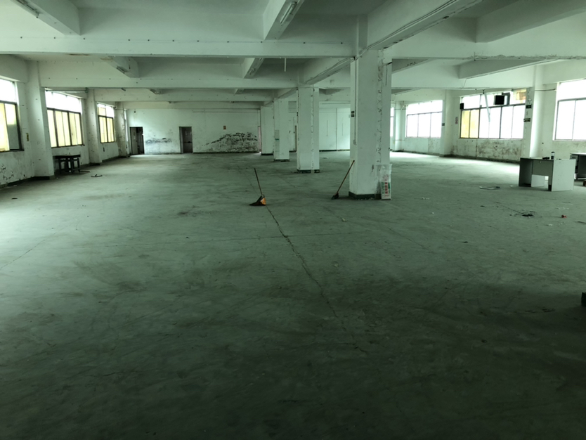 坪山大工业区楼上整层860平方办公仓库厂房可分租