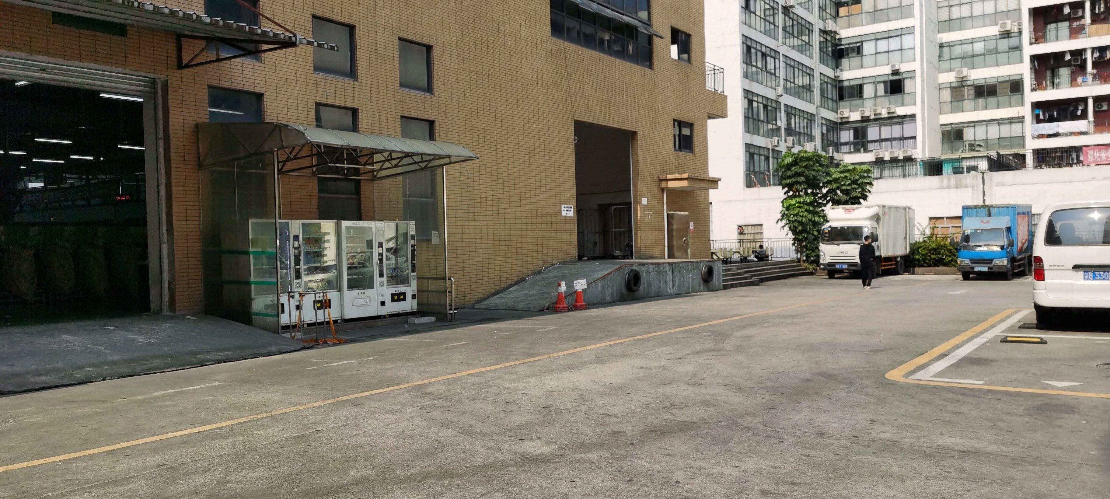 龙华清湖地铁站旁新出标准仓库卸货平台1200平,实际面积出租