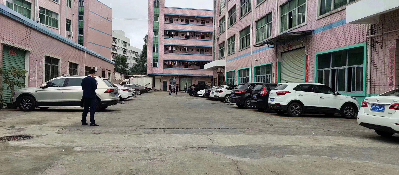 厂房出租~~龙岗坪地一楼超大空地厂房仓库1700平方出租。