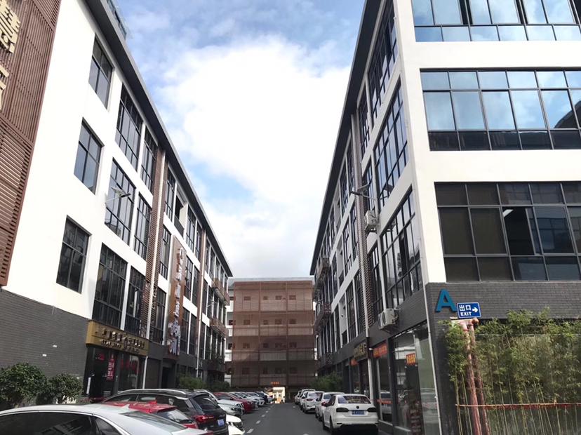 龙华大浪元芬地铁口创意园精装修2楼厂房1400平出租