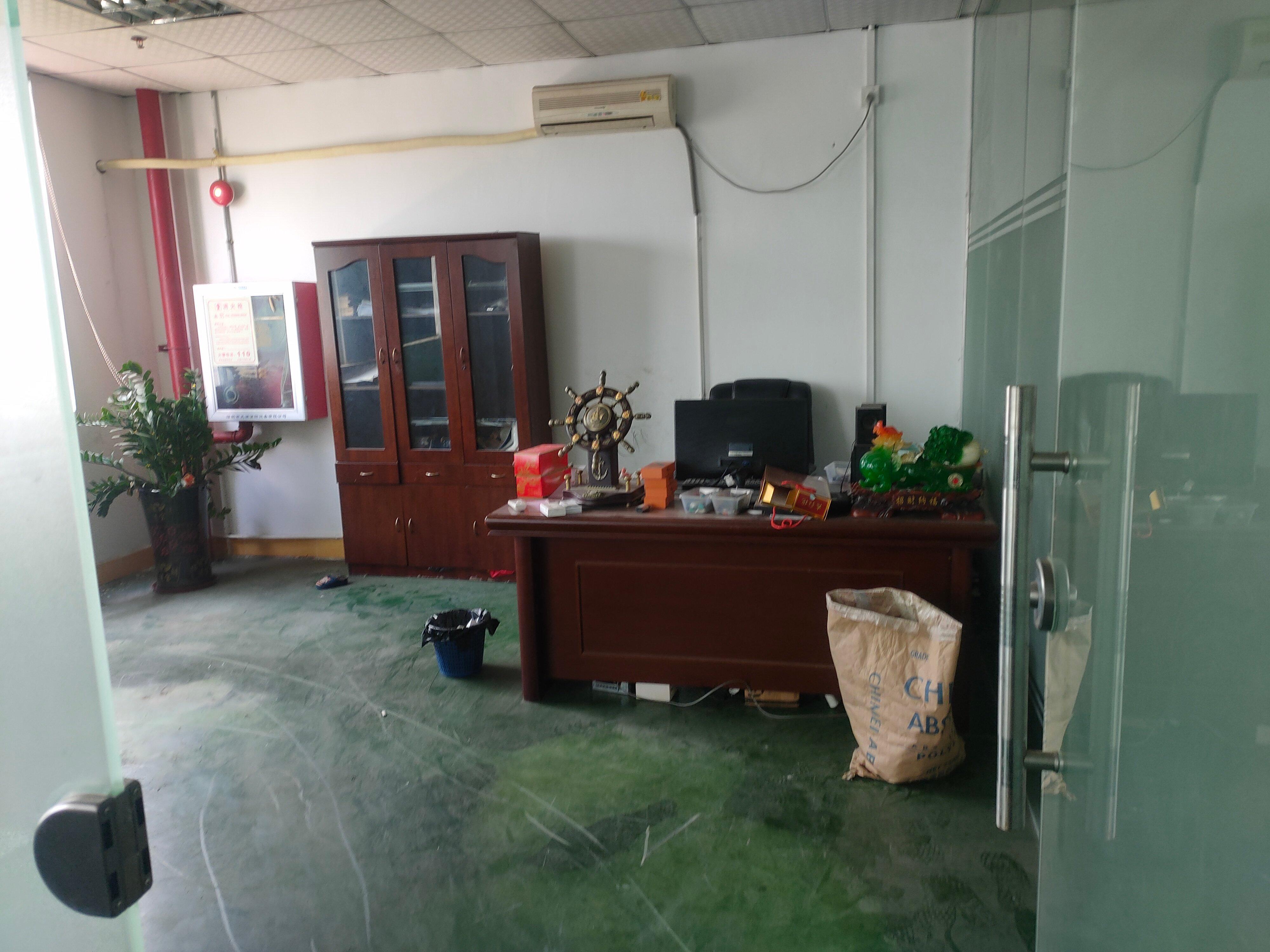 福永凤凰新出楼上650㎡有办公室装修厂房出租!