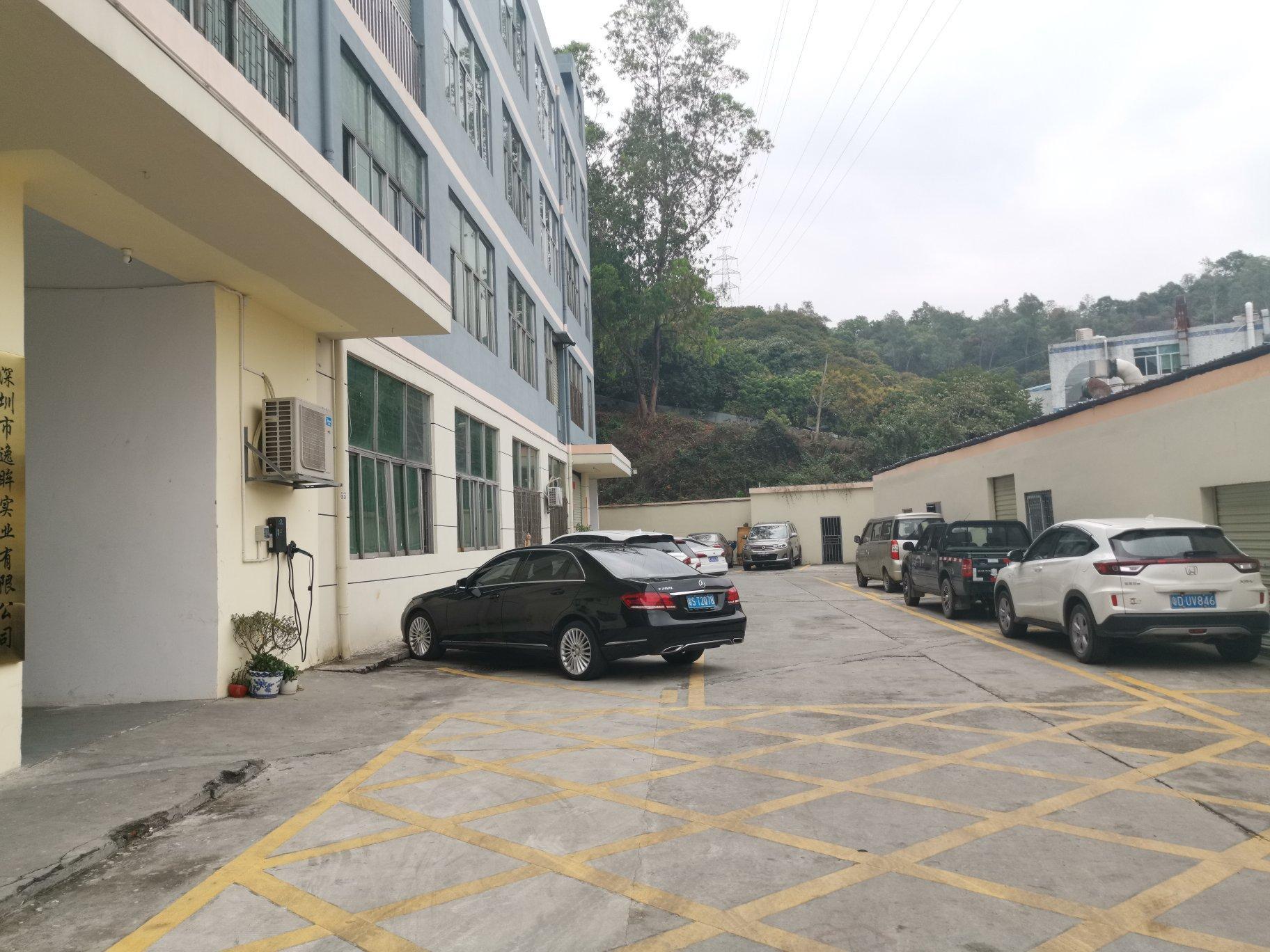 横岗四联成熟工业区三楼650平厂房出租,带现成行车办公室