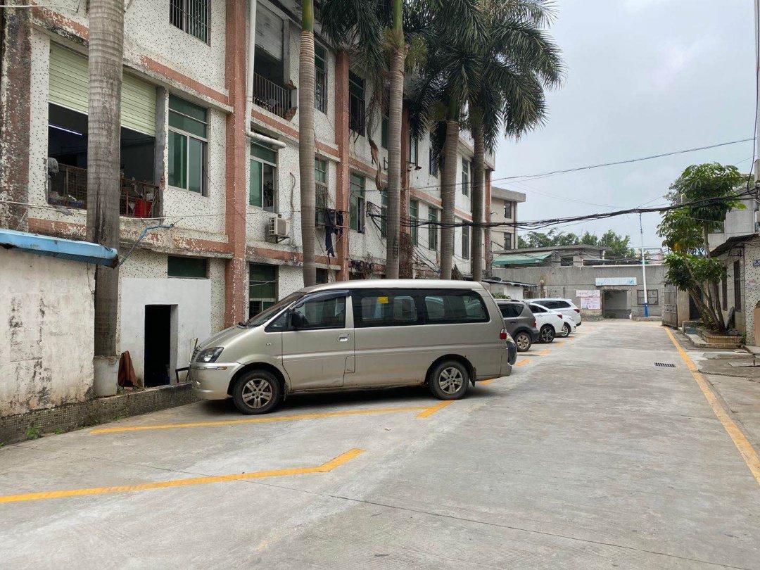 横岗塘坑新出二楼250平,价格23,现成隔好办公室车间