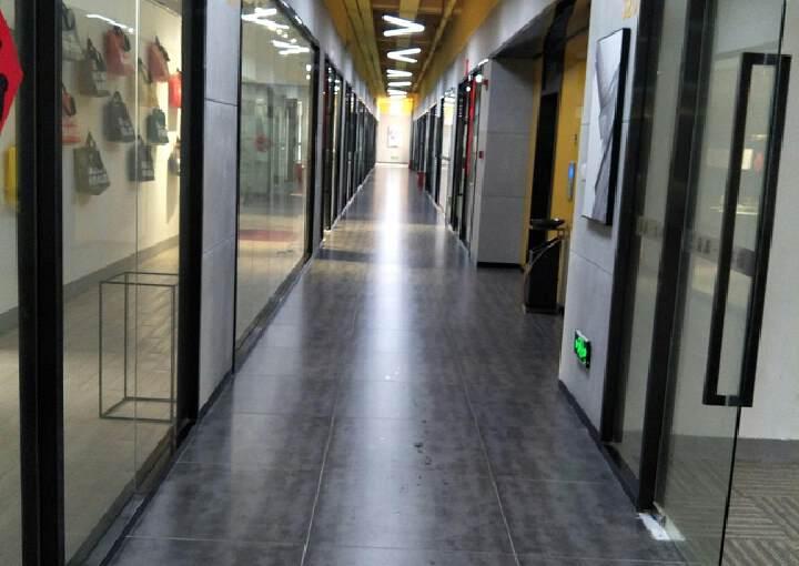 深圳龙岗坂田坂雪岗大道附近新出3楼600平带装修出租图片1