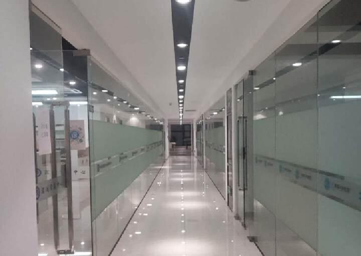 大浪新百丽中安大厦新出整层面积3200平带精装修可申请补贴图片4