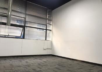 西乡新出410平米精装写字楼,3加2隔间35元出租图片1