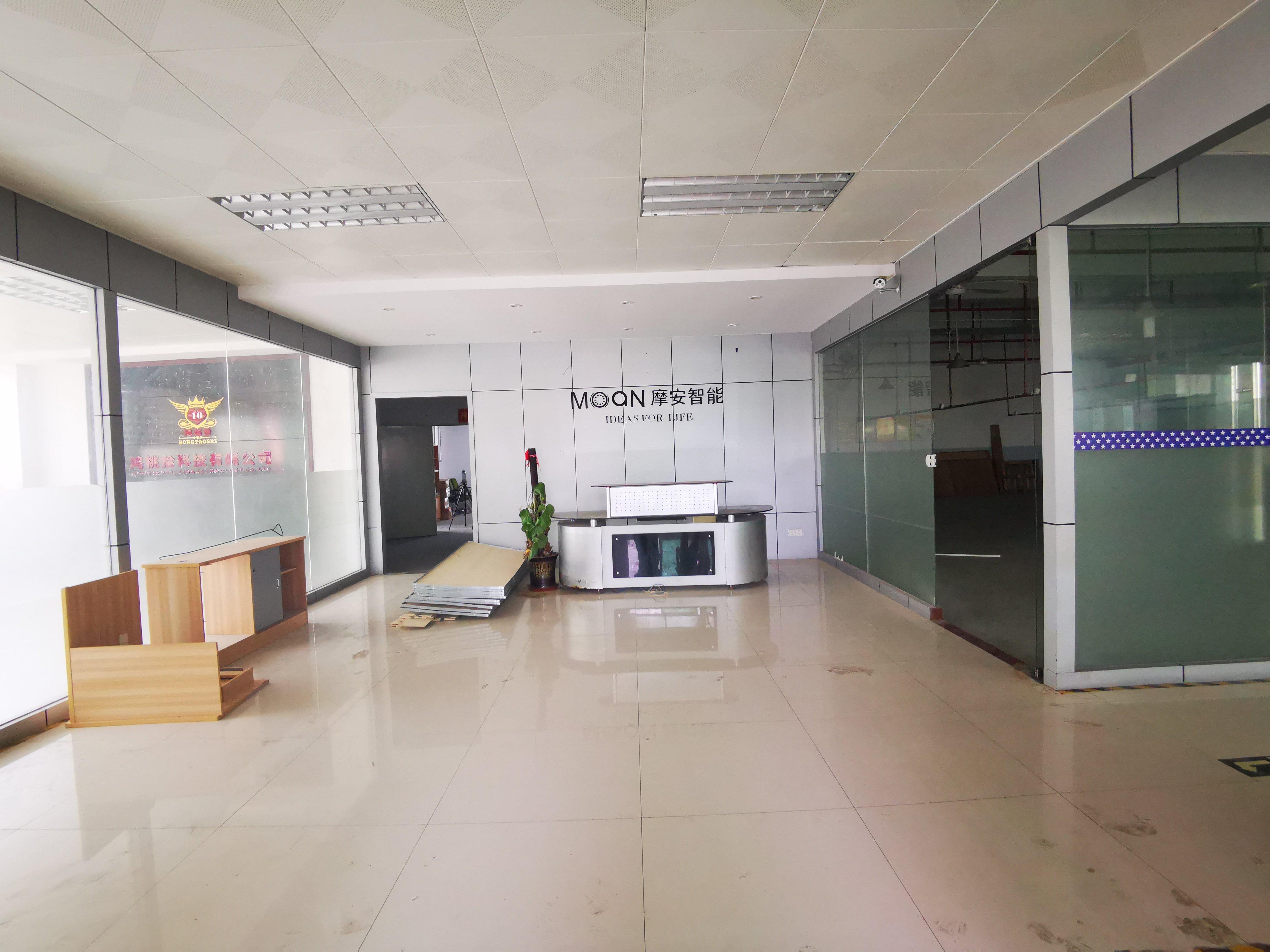 观澜新田楼上带玻璃门装修厂房,车间仓库齐全,适合做各种行业