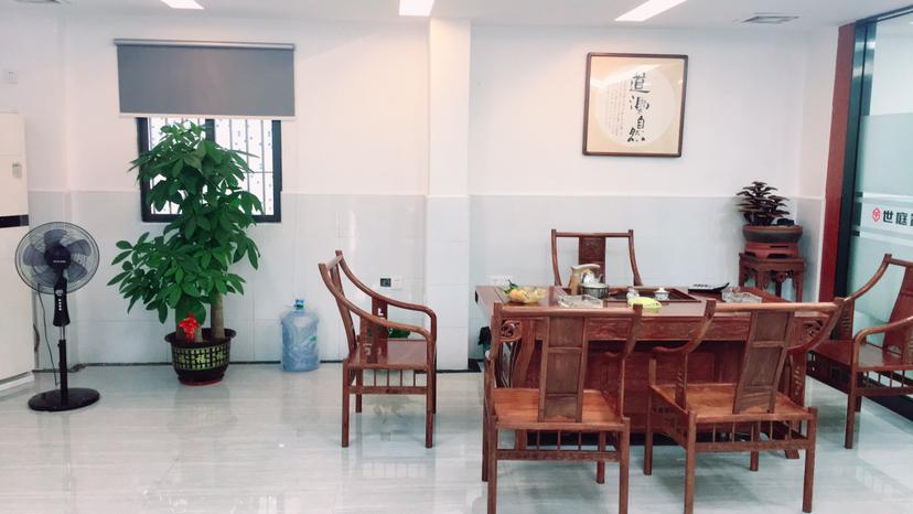 龙岗龙城地铁口一楼精装厂房办公室200平招租!