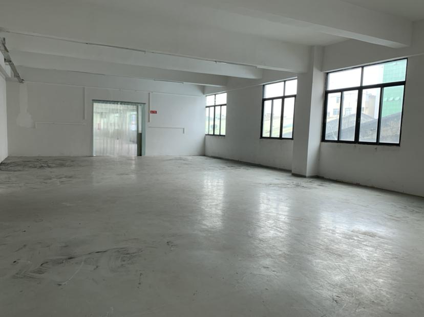 番禺南村镇江南村工业区原房东标准厂房2楼1700平出租无公摊