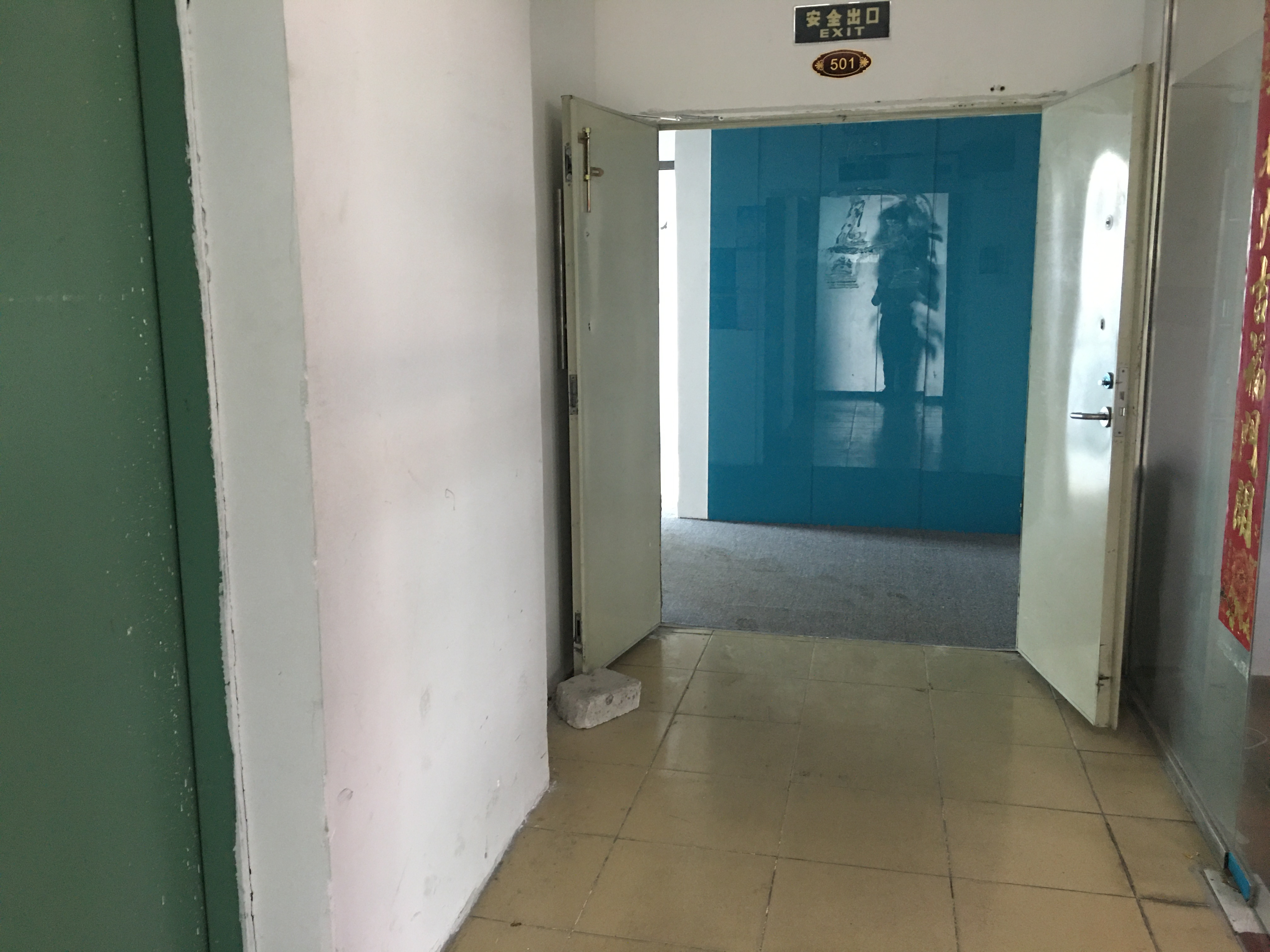 深圳小面积厂房550平,带4个办公室,一个车间一个仓库