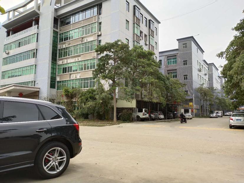 坪山深汕路与宝龙路口新出原房东一楼1400平厂房出租层高5米