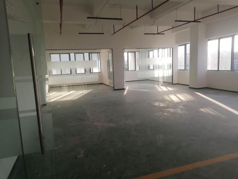 坪山大道主干道红本厂房出租三楼现成装修350平水电齐全可注册