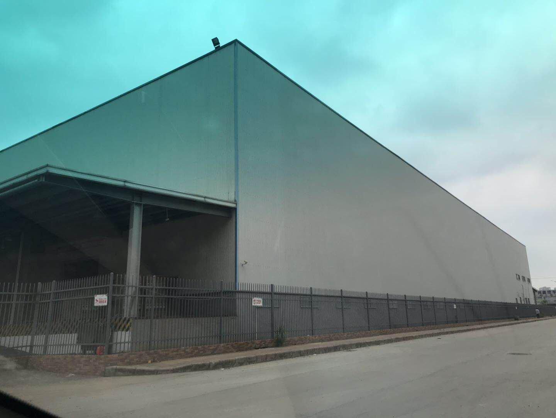 新出单一层仓库6150平米,有缷货平台。空地大!适合仓库物流
