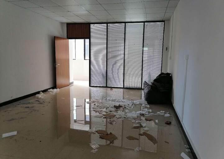 天河车陂地铁口附近150平带简装办公室出租,拎包入住即可办公图片2