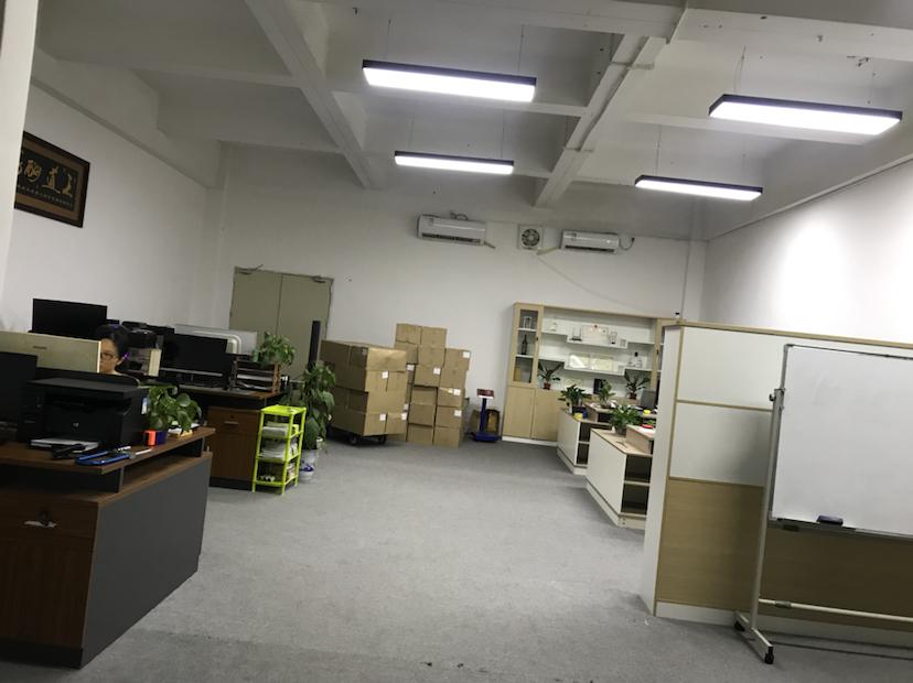 龙华清湖小学附近楼上600平办公厂房出租,现成办公加仓库