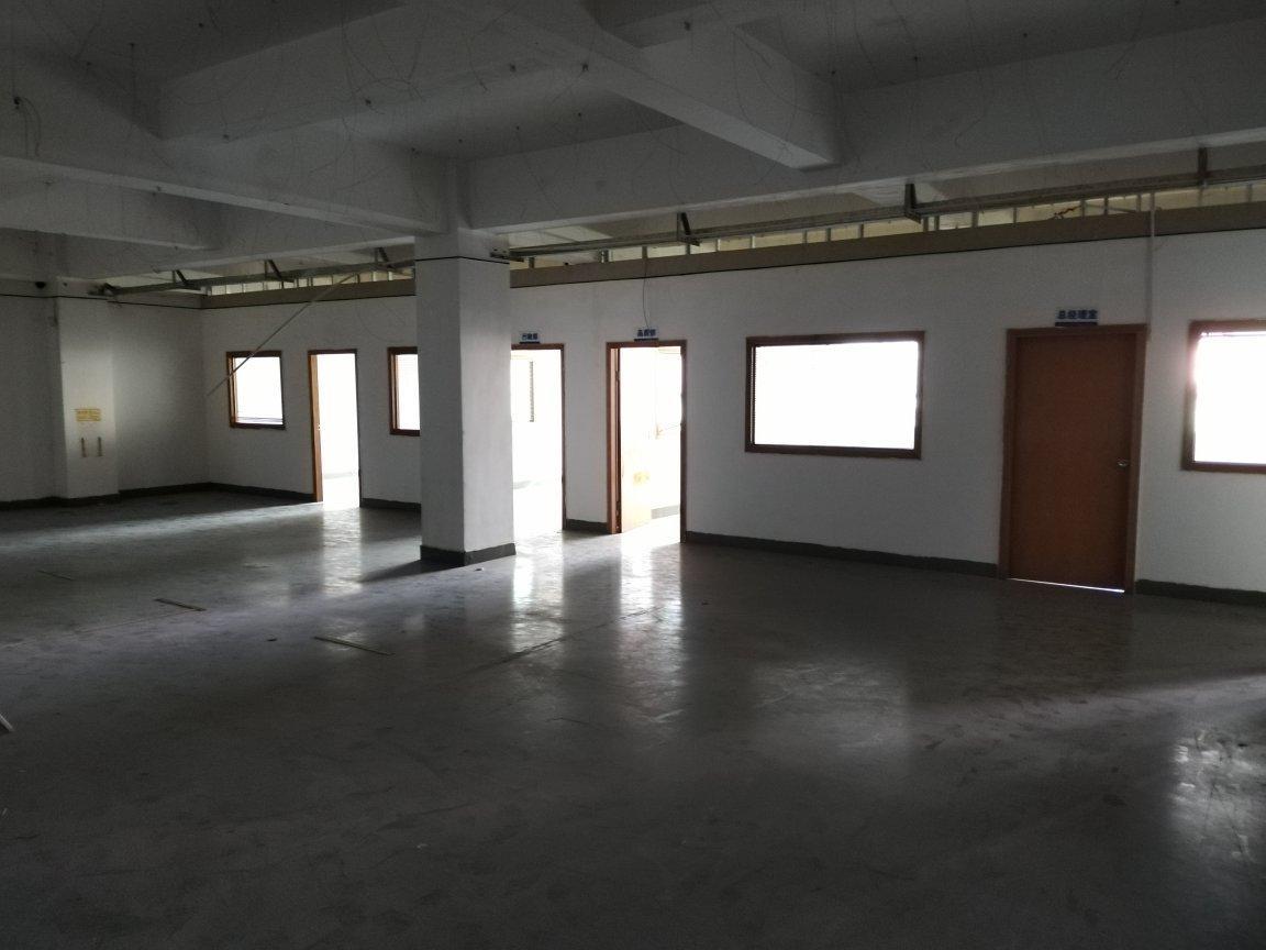 坪山大工业区新出三楼整层1200平带红本花园式厂房可做加工