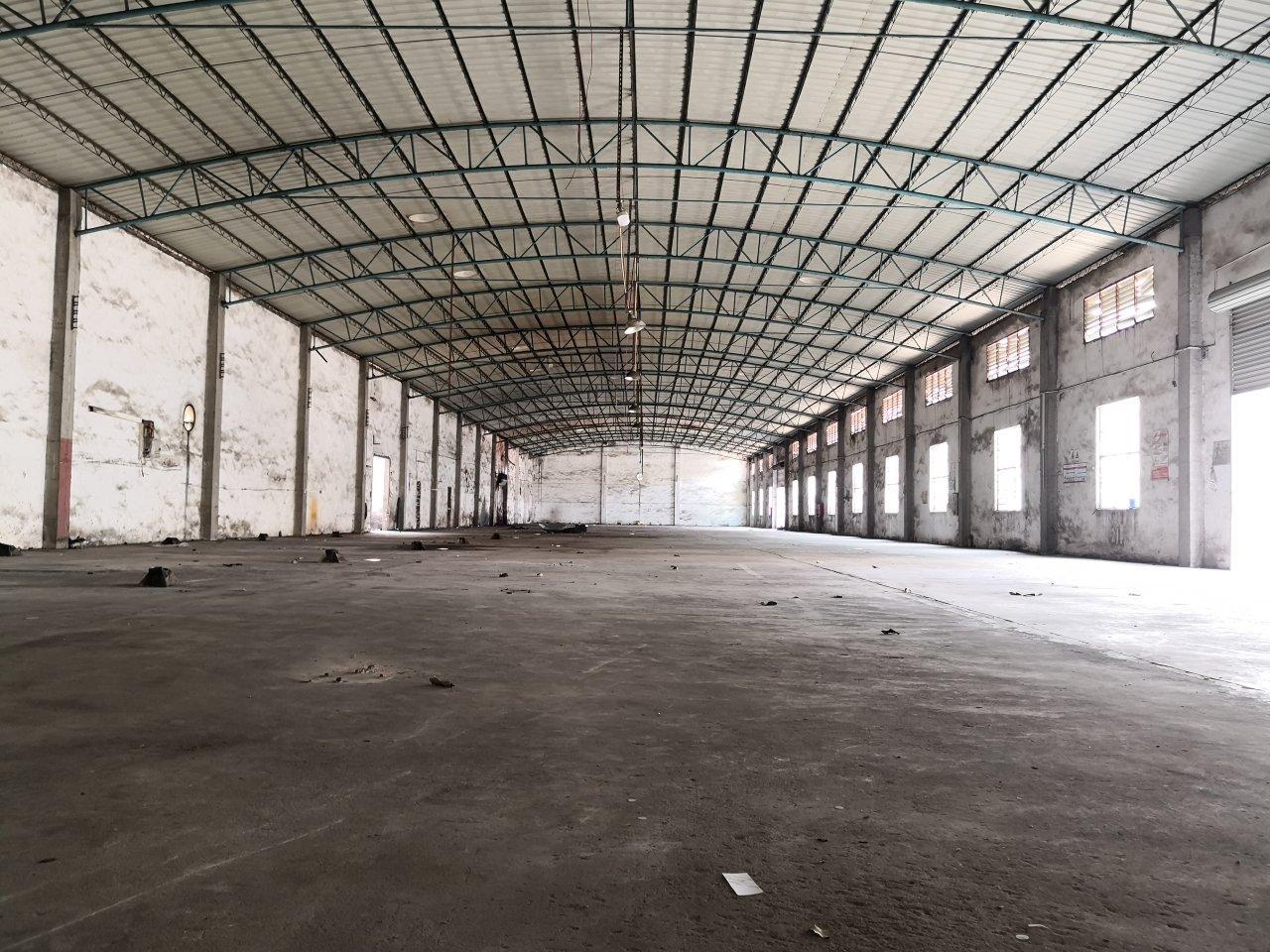 狮岭独门独院单一层滴水7米仓库招租。