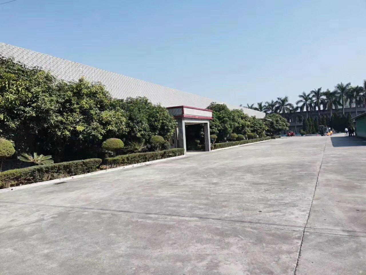 占地2180平方米,建筑1300平方米国有证。