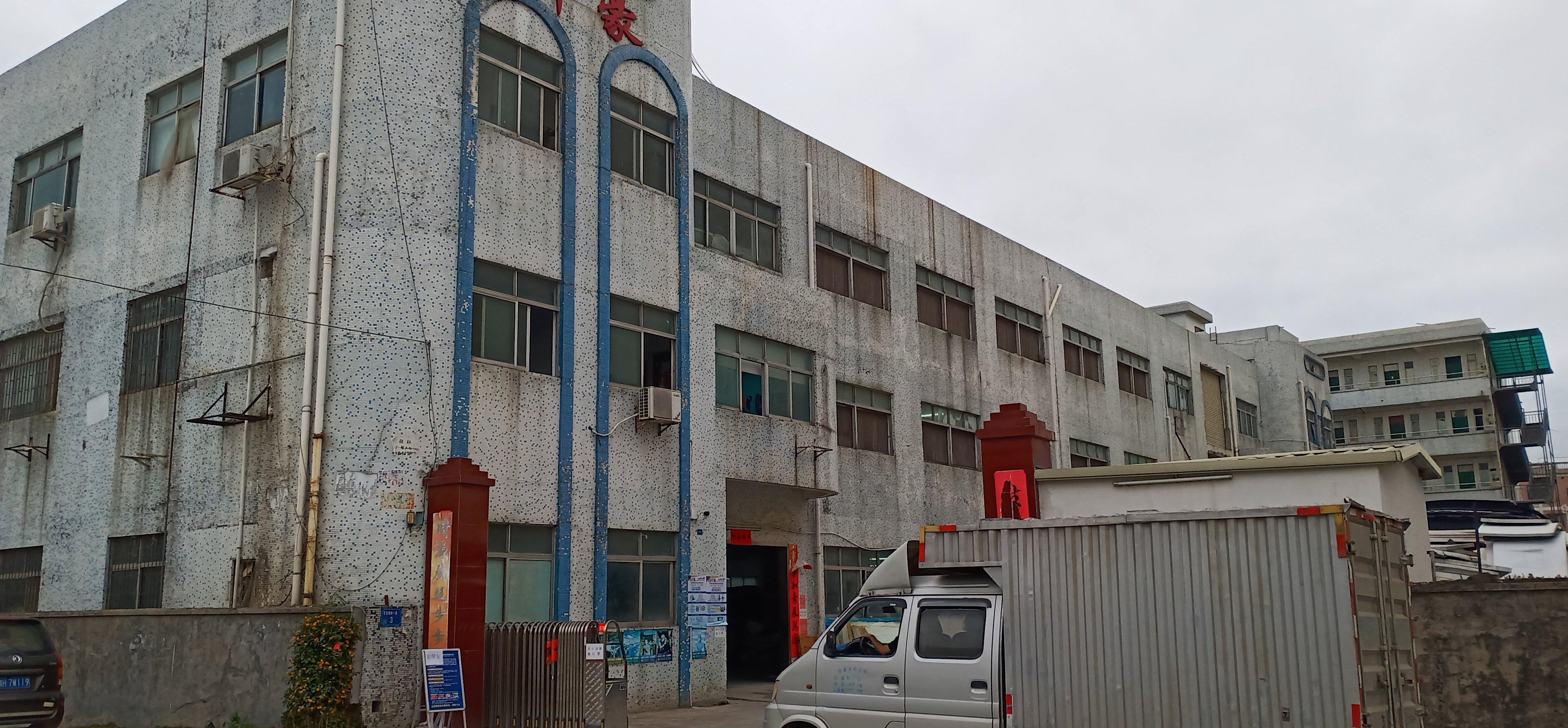 村委三层独院厂房出售。
