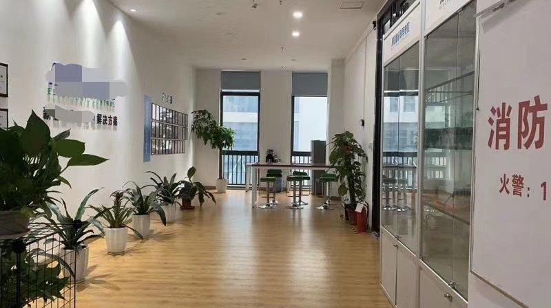 福永新和地铁口附近原房东三楼精装修900平方转让