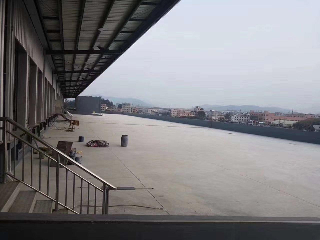 仓库面积44000平方高度10米,有电动升降平台,消防为丙二