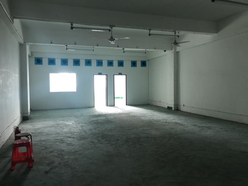 西丽阳光工业区楼上700平带办公室装修招租