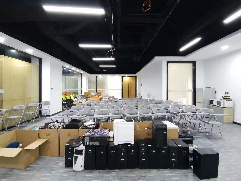 龙华清湖地铁口新出精装修1388平带隔间标准厂房