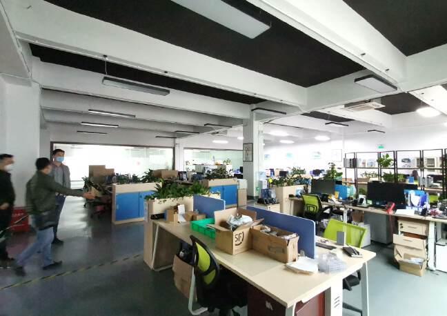 深圳龙华大浪商业中心附近沈海高速路口旁精装修办公室大气前台