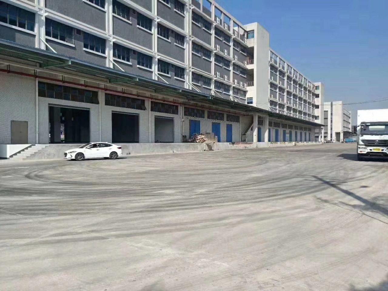 平湖高速出口,大型楼库,离火车站近,大小分租