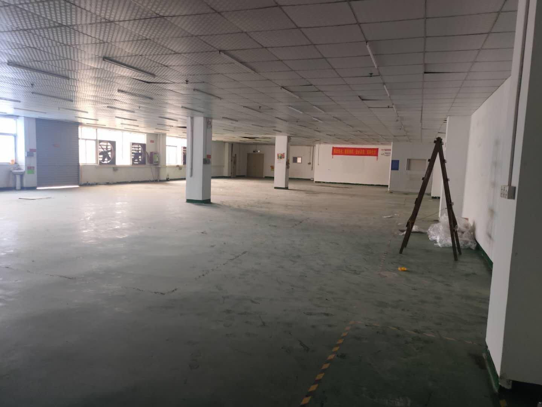 福永和平楼上600平带简单装修,地坪漆。生产电子厂房仓库