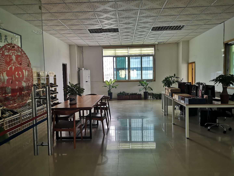 观澜新田带办公室装修楼上整层厂房出租1800平。