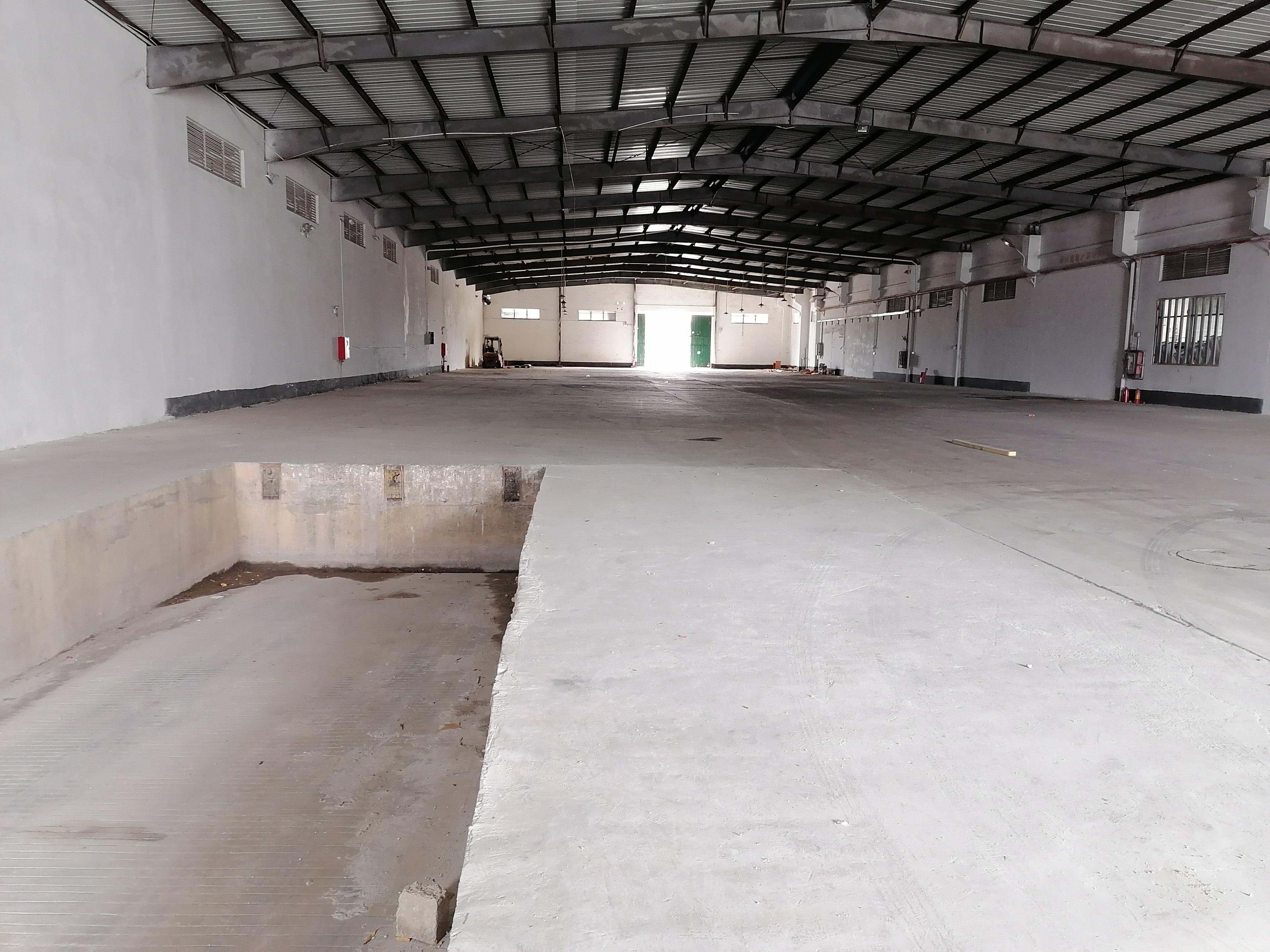 惠东白花新出小型仓库,位置好,形象佳,可进大车,有卸货平台。