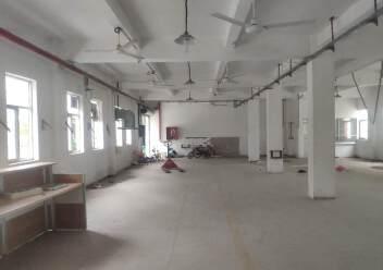 坪地龙岗大道边上新出一楼标准厂房350平图片1