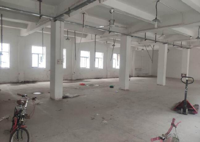 坪地龙岗大道边上新出一楼标准厂房350平