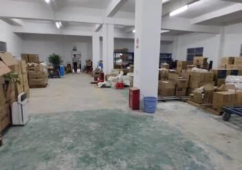 龙岗爱联地铁站旁楼上600平方带装修厂房出租图片5