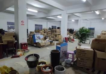 龙岗爱联地铁站旁楼上600平方带装修厂房出租图片3