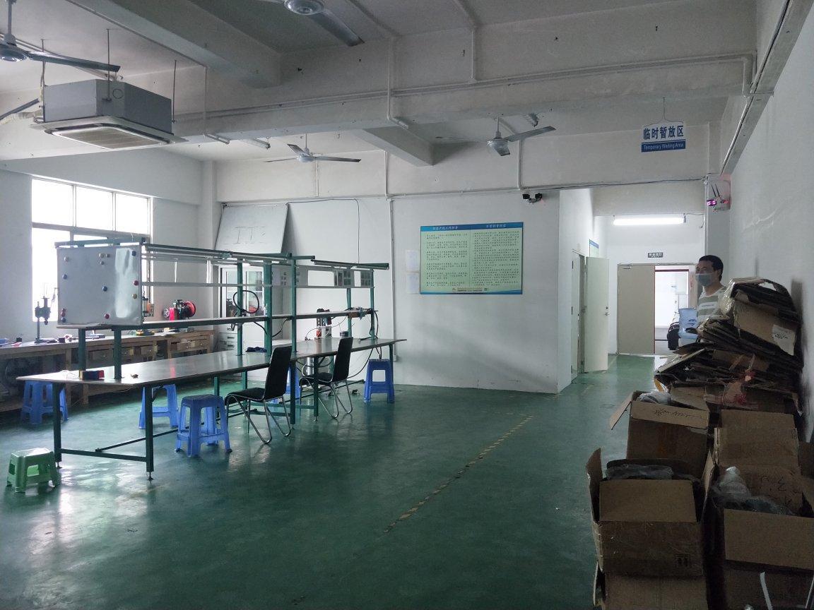 大浪华繁路转租1100平精装修厂房,有现成办公室仓库
