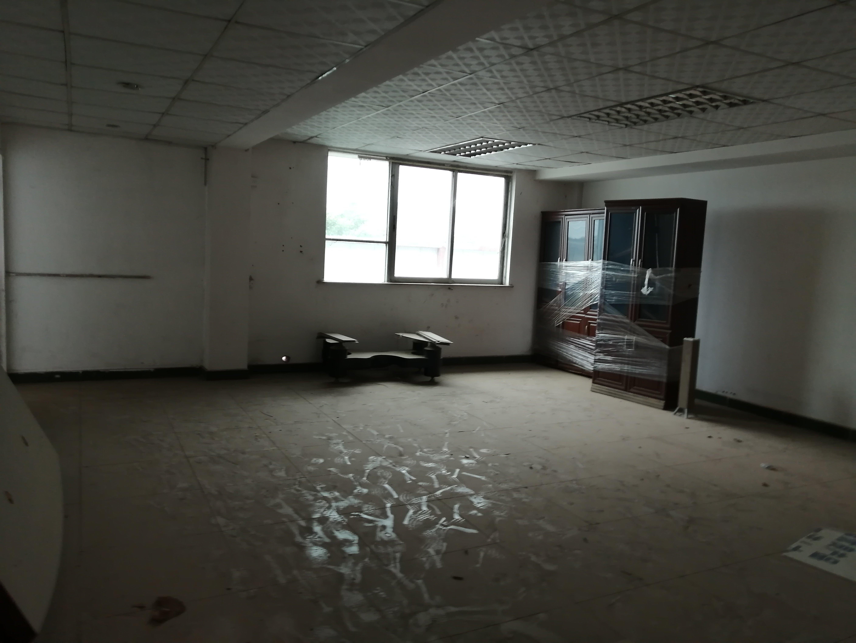 广州番禺稀有600平独门独院标准加钢结构厂房出售