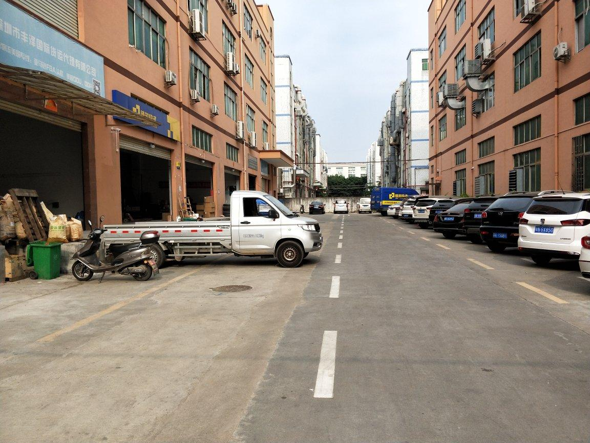 福永和平沿江高速出口一楼300平米带装修物流仓库出租