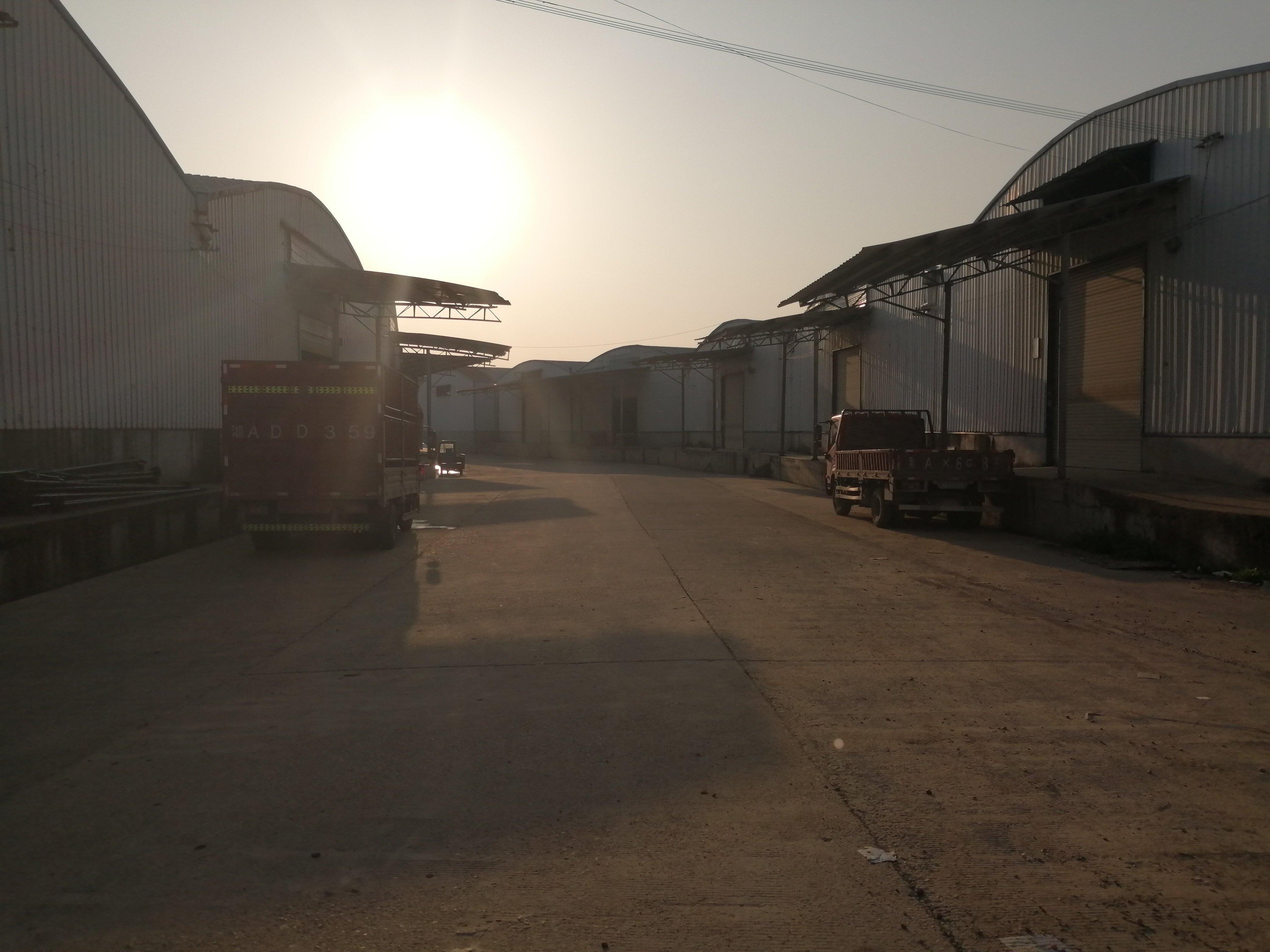 高领商贸城附近,10000平米厂房/仓库出租